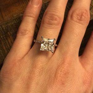 Jewelry - Stunning ring!!!
